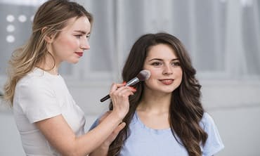 How To Be a Professional Make Up Artist